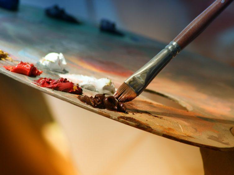 Différence entre gouache et acrylique : choisir son médium